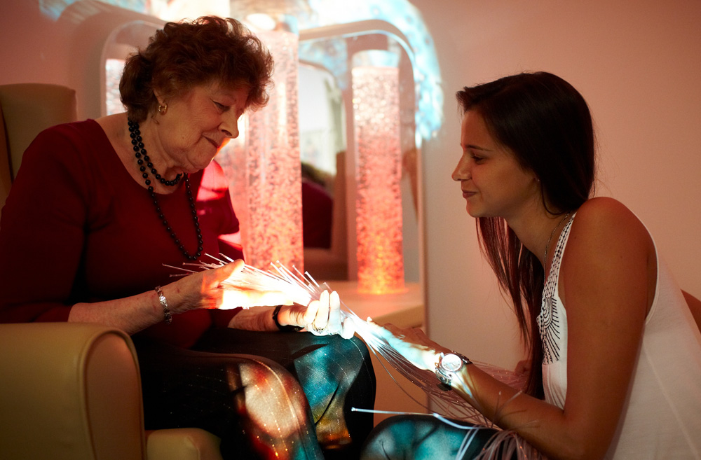 Resident and therapist using Snoezlen sensory room